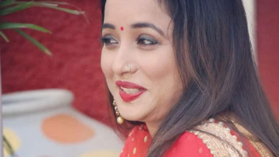 Rani Chatterjee sizzles in a red saree—Pic