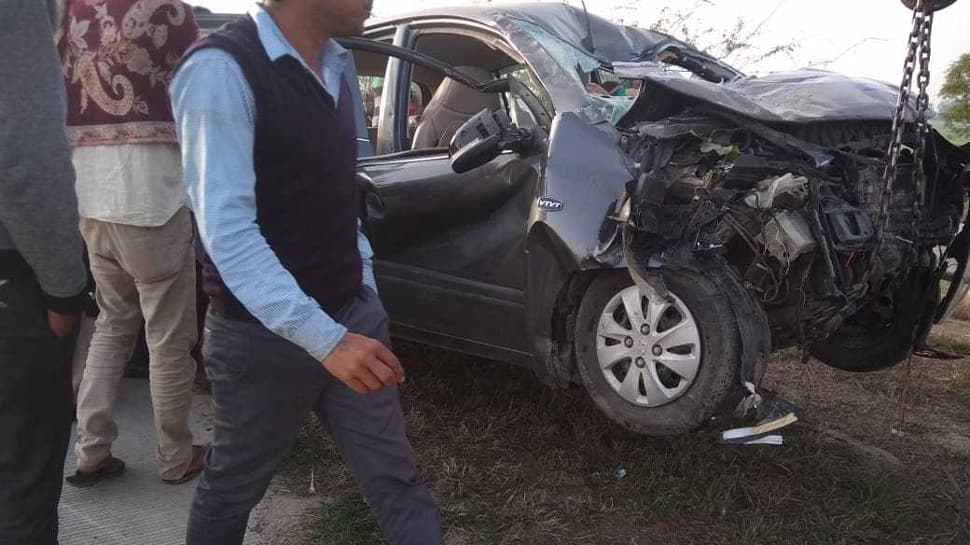 Ambulance carrying mortal remains rams into a car on Yamuna Expressway, 7 dead
