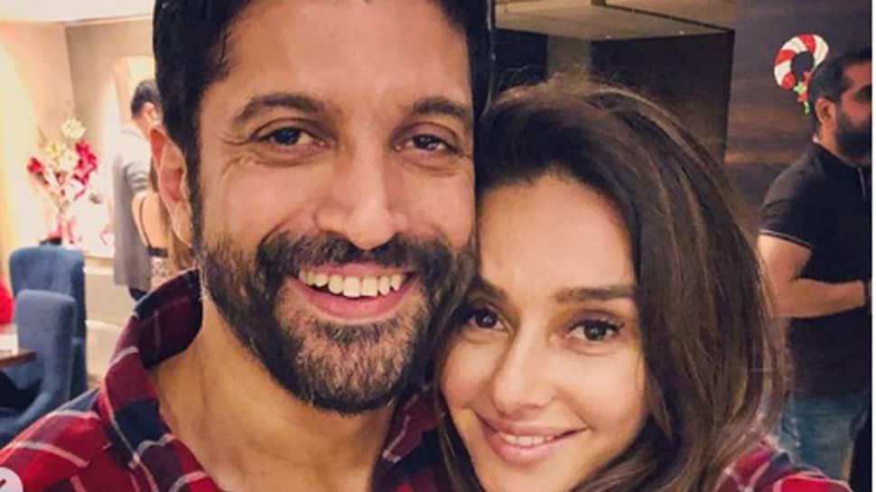 Farhan Akhtar and Shibani Dandekar spill love in latest pic