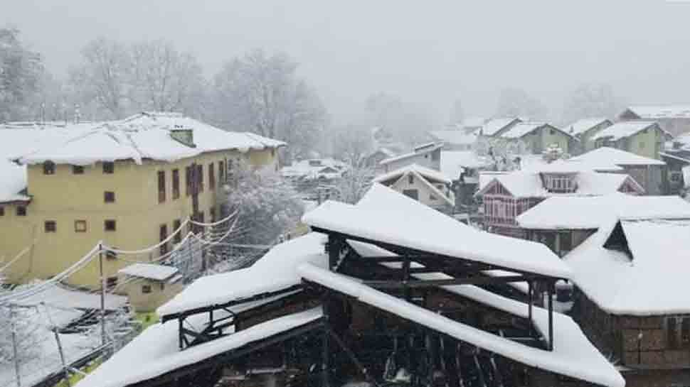 Higher reaches of Kashmir receive fresh snowfall