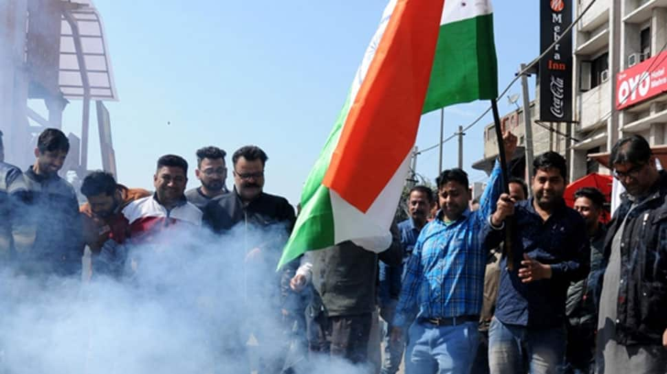 CRPF martyrs' kin hail IAF airstrikes in Pakistan, seek complete wipe-out of terror