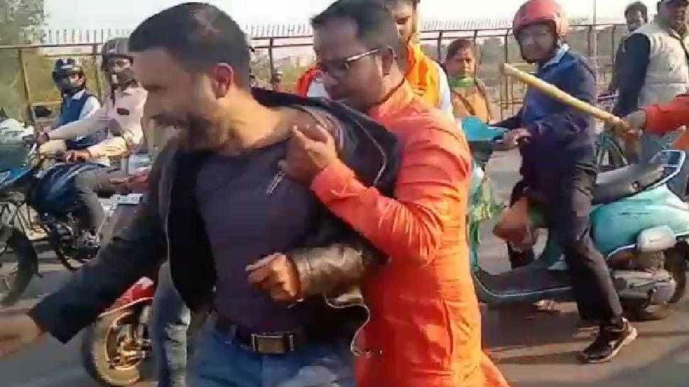 Man seen in viral video thrashing Kashmiri street vendors in Lucknow arrested