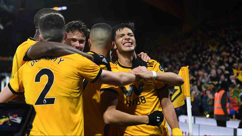 Wolverhampton Wanderers beat Manchester United 2-1 to reach FA Cup semis
