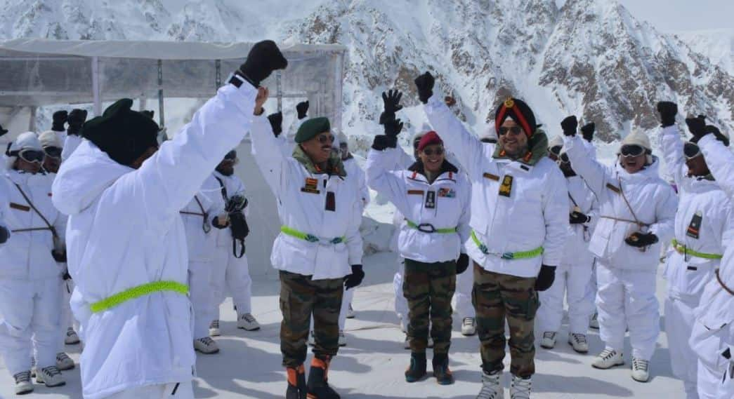 Northern Army commander Lt Gen Ranbir Singh visits forward posts in Siachen Glacier
