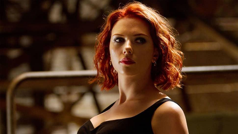 Colin Jost, Scarlett Johansson are 'in love'