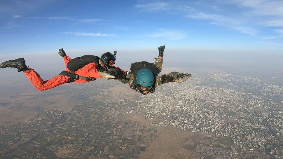 Kargil war veteran completes skydive, shows no leg is no problem for bravehearts