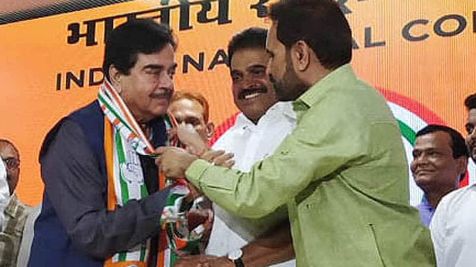 Shatrughan Sinha makes faux pas just after joining Congress, calls Shaktisinh Gohil 'BJP's backbone'