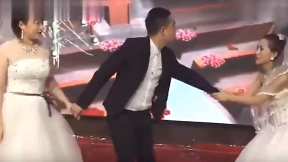 Girl gatecrashes ex-boyfriend's wedding, begs him to come back-Watch