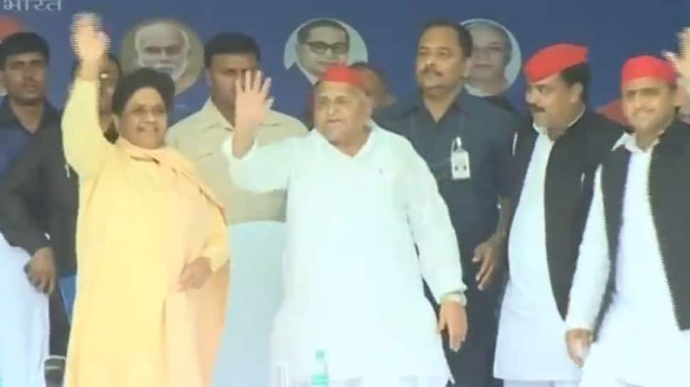 For first time in 25 years, Mayawati shares stage with Mulayam, calls PM Narendra Modi 'fake backward'