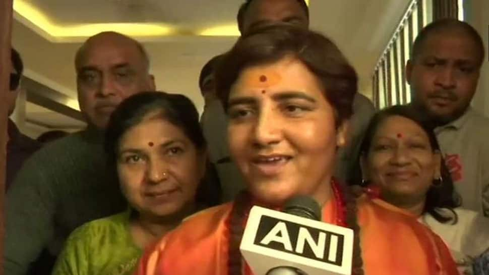 EC issues notice to Sadhvi Pragya Singh Thakur for her comments on 26/11 martyr Hemant Karkare