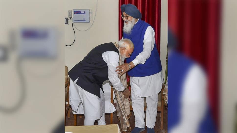 Parkash Singh Badal bats for PM Modi, says Rahul like 'ant' in front him