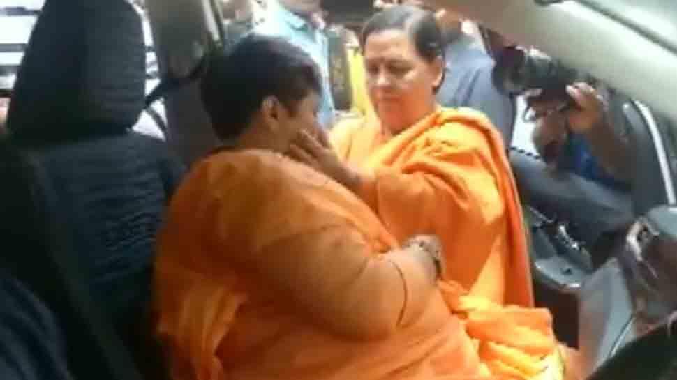 Pragya Singh Thakur breaks down after meeting Uma Bharti in Bhopal — Video