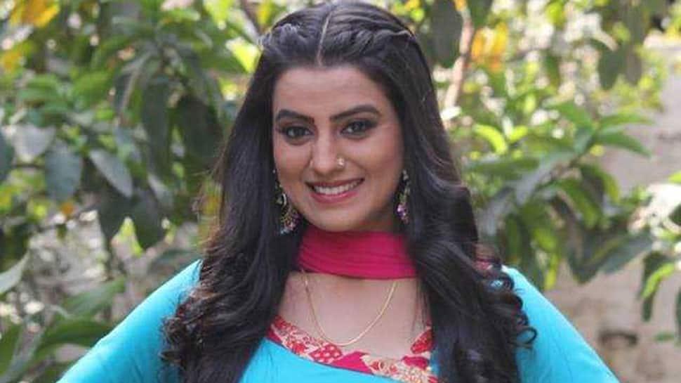 Akshara Singh's desi look is full of colours—See pic
