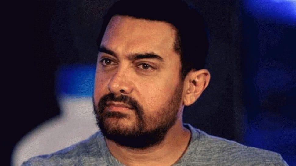 Aamir Khan does 'shramdaan' on Maharashtra Day