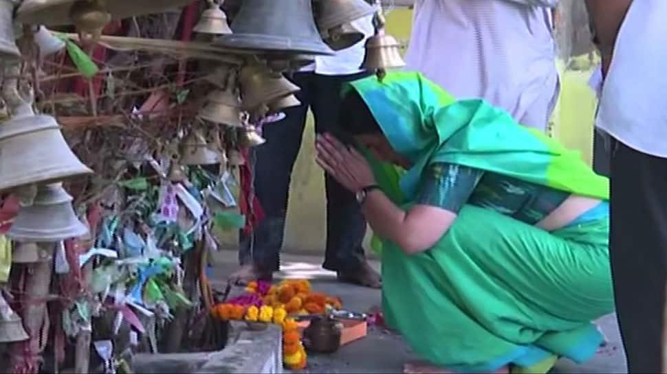 After attacks from BJP and Akhilesh, Priyanka Gandhi Vadra takes U-turn on 'weak candidates' comment