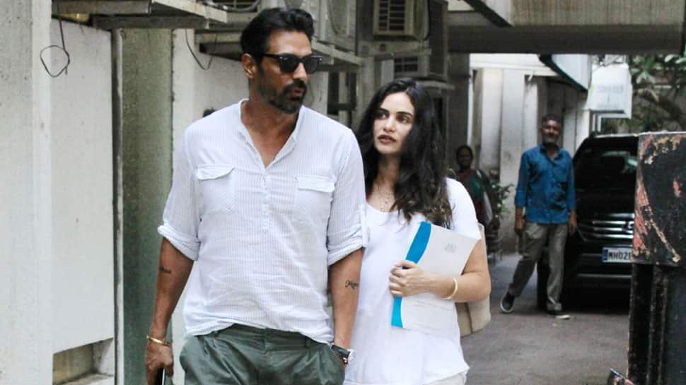 Arjun Rampal, preggers girlfriend Gabriella Demetriades go twinning in white—Pics