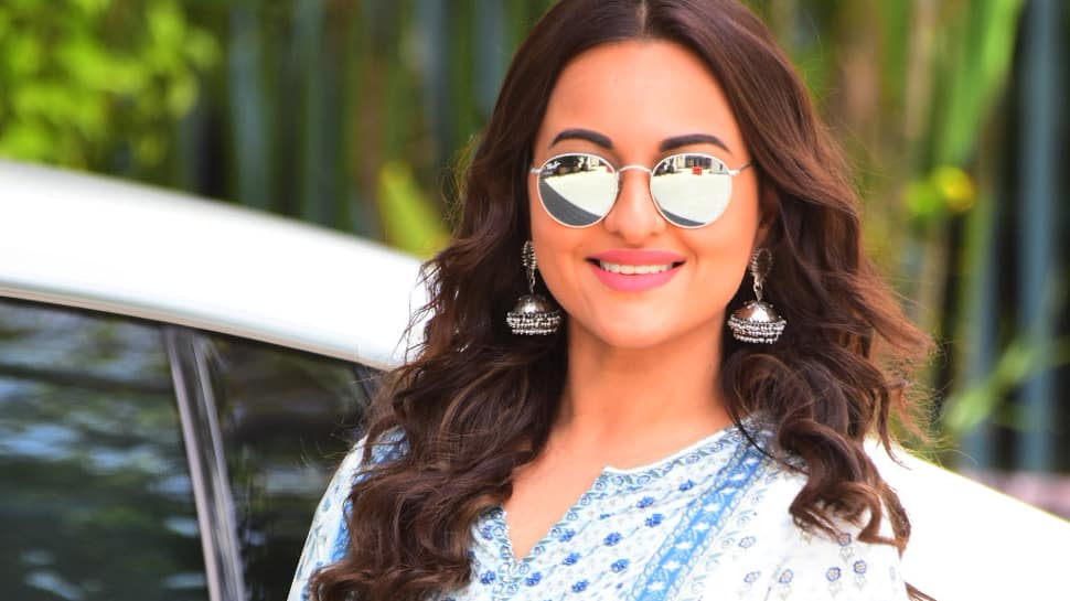 Sonakshi Sinha makes heads turn at the airport, nails the ethnic look—Pics