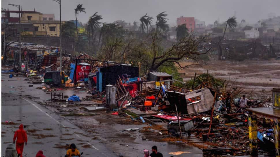 After battering Odisha, Cyclone Fani enters West Bengal, triggers heavy rains