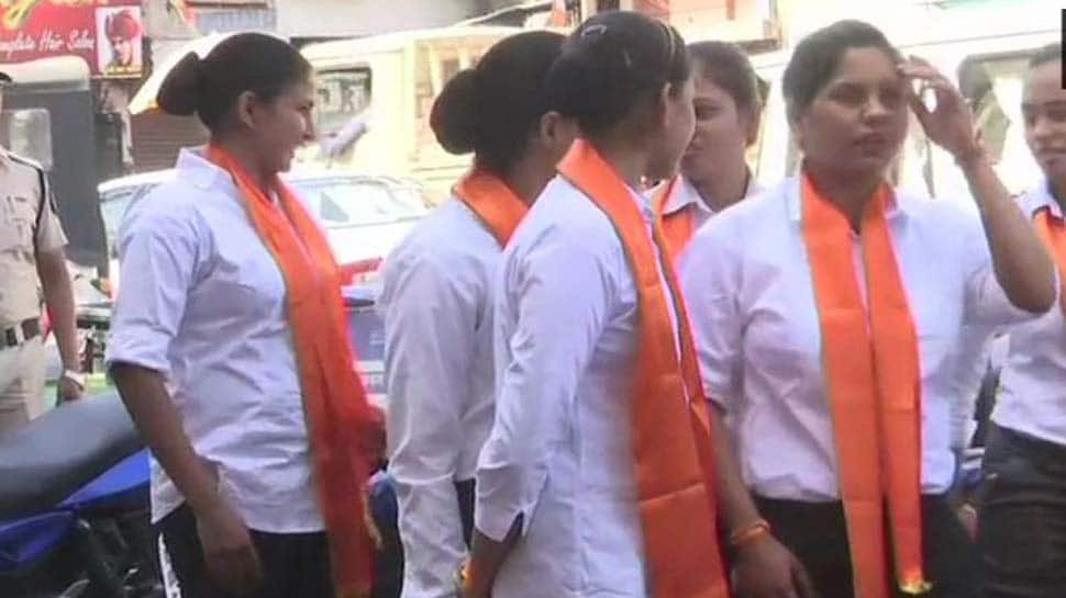 Cops spotted wearing saffron scarves at Digvijaya Singh's roadshow in Bhopal - Watch