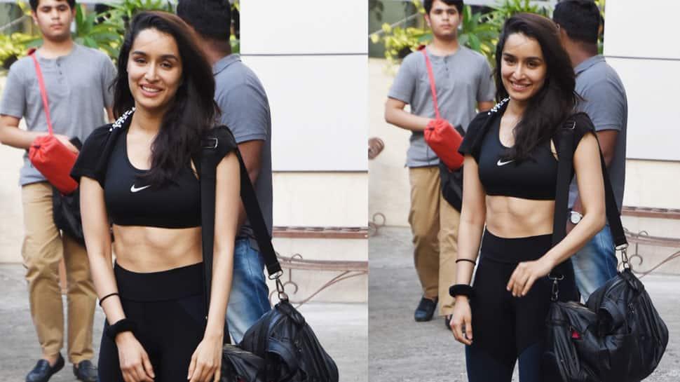 Shraddha Kapoor smiles at paps, flaunts her killer washboard abs—See pics