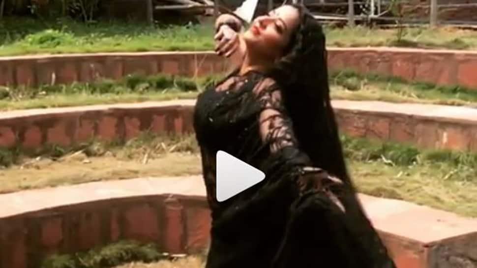 Monalisa performs on Salman Khan-Katrina Kaif's Chashni from Bharat-Watch