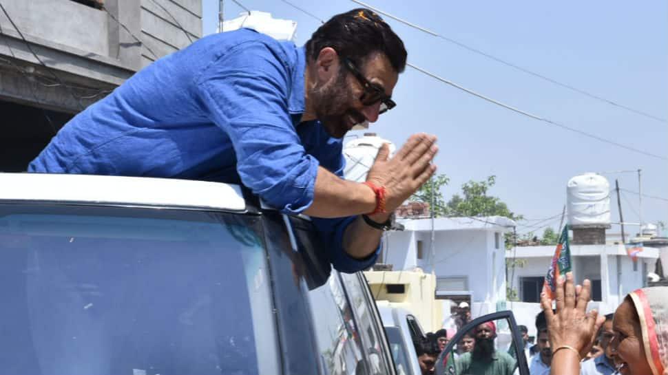 Sunny Deol escapes unhurt in Gurdaspur mishap