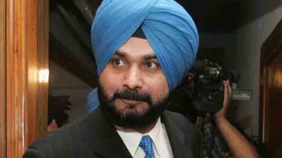 Navjot Singh Sidhu put on steroids due to damaged vocal cords