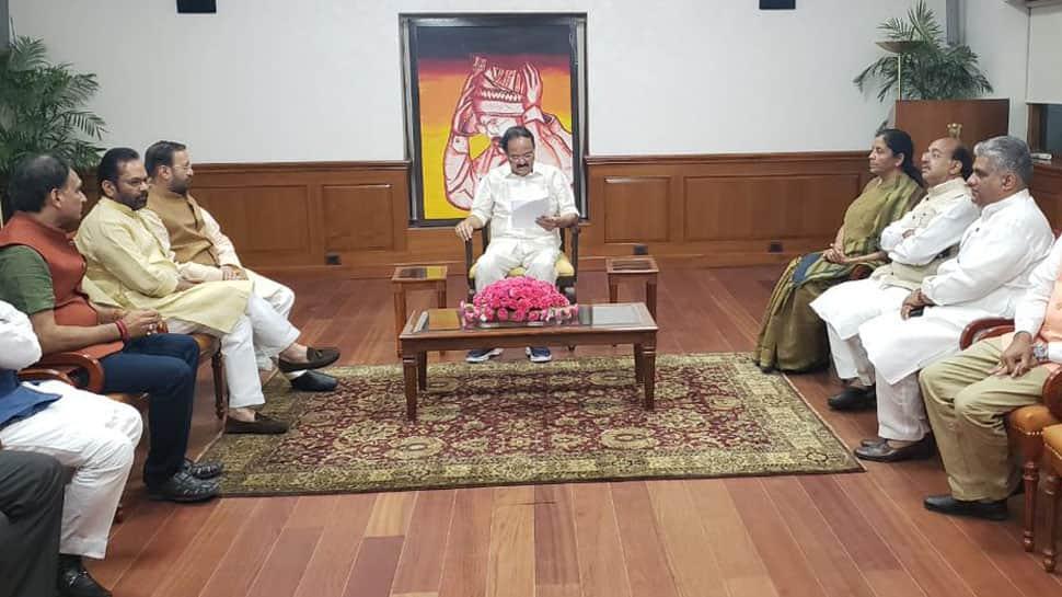 Kolkata violence: BJP delegation meets Venkaiah Naidu, submits memorandum