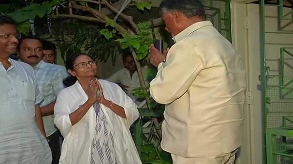 Andhra Pradesh CM Chandrababu Naidu meets Mamata Banerjee, discusses non-BJP govt formation