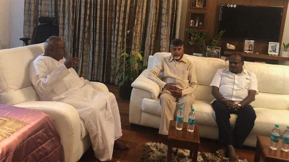 Chandrababu Naidu meets Deve Gowda in Bengaluru, raises EVM issue