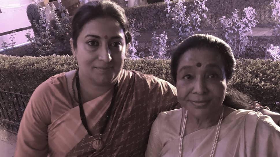 Asha Bhonsle tweets thank you note to Smriti Irani for saving her from 'crazy rush' at Rashtrapati Bhavan