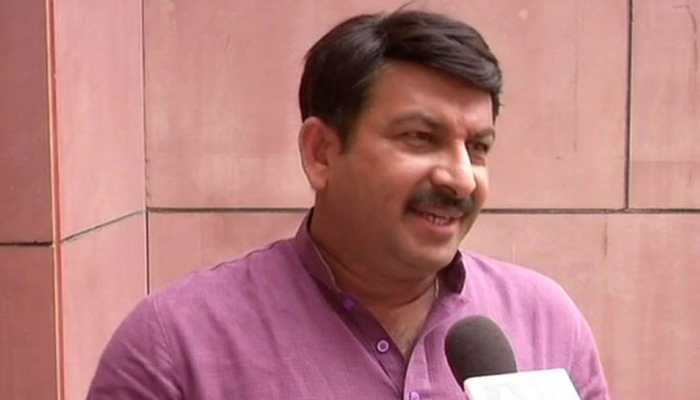 Kejriwal's free ride promise: People wouldn't fall for 'gimmick', says BJP's Manoj Tiwari