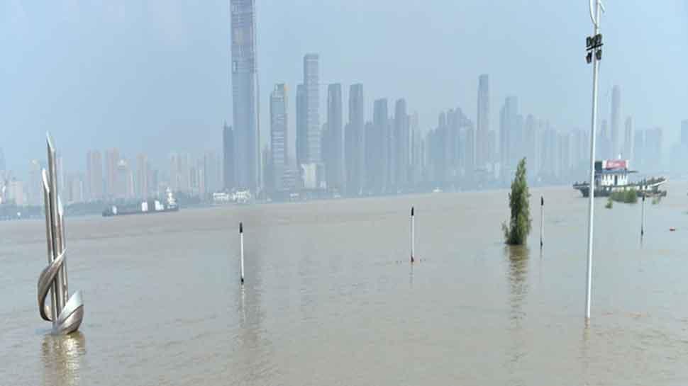 China flood death toll hits 61, 350,000 evacuated