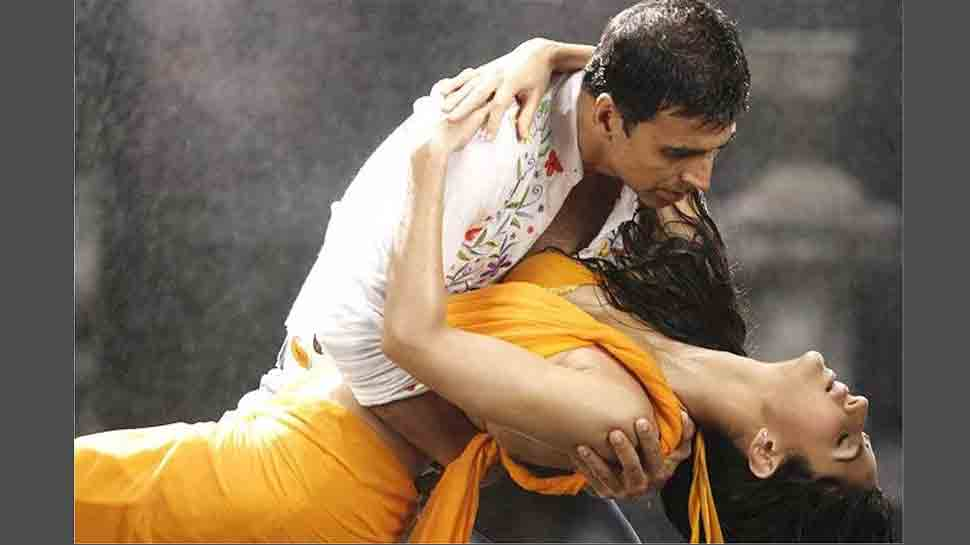 Akshay Kumar to re-create his 90s song 'Tip Tip Barsa Paani' featuring ex-girlfriend Raveena Tandon with Katrina Kaif