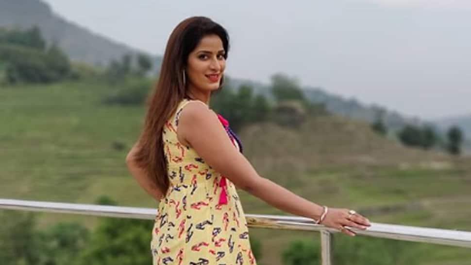 Poonam Dubey and Namit Tiwari's new song 'Fulawa Se Sajal' goes viral