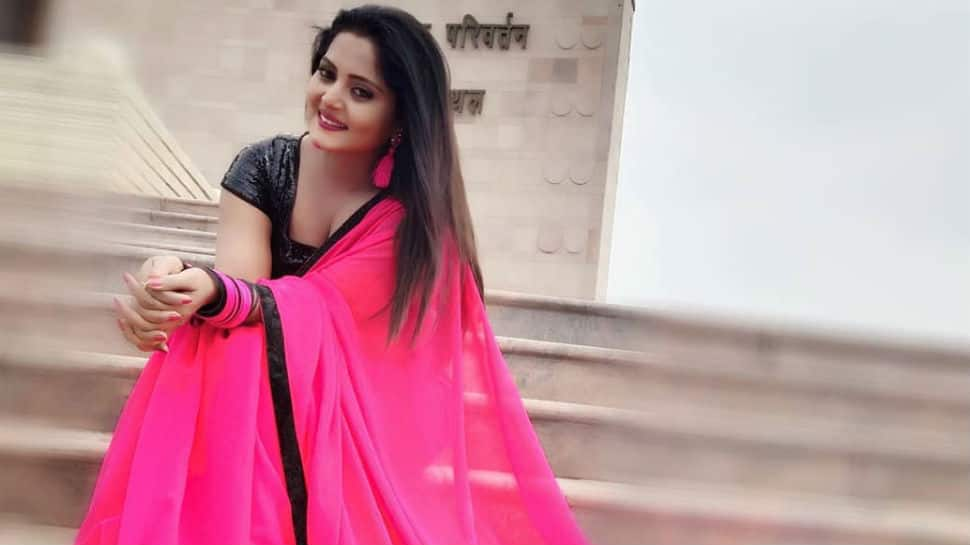 Bhojpuri hot cake Anjana Singh paints Instagram pink, poses in a beautiful sari - Check out