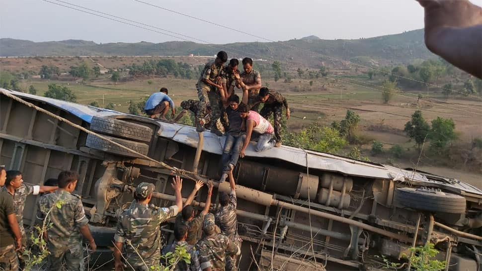 6 dead, 33 injured after bus falls in ditch in Jharkhand's Garhwa; over 12 still trapped at accident site