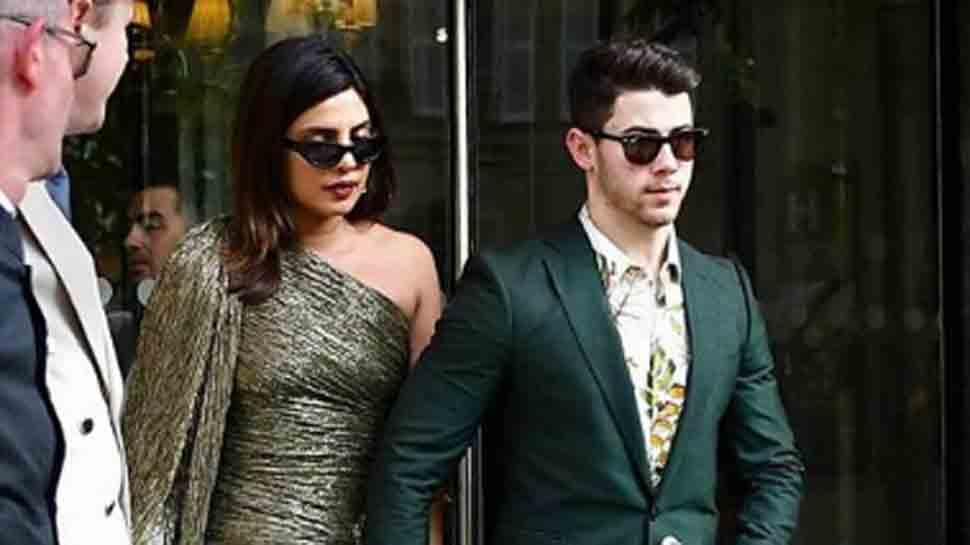 Priyanka Chopra, Nick Jonas walk hand-in-hand for formal dinner in Paris — Pics inside | People News | Zee News