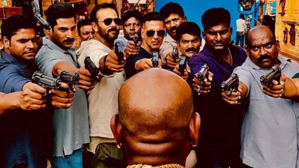 Akshay Kumar is having fun on sets of 'Sooryavanshi' - Here's proof