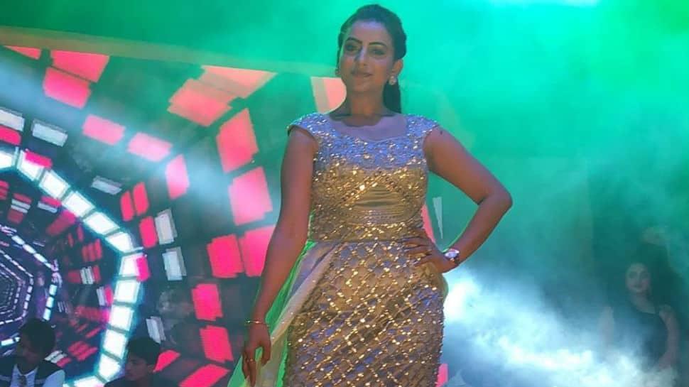 Work keeps Bhojpuri actress Akshara Singh busy - Pics