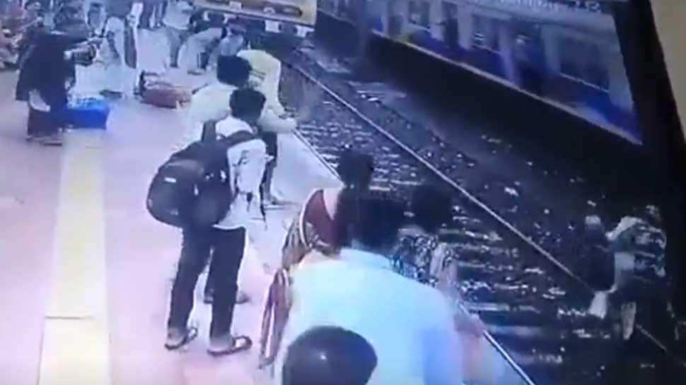 Watch: RPF personnel stop elderly man from committing suicide at Mumbai station