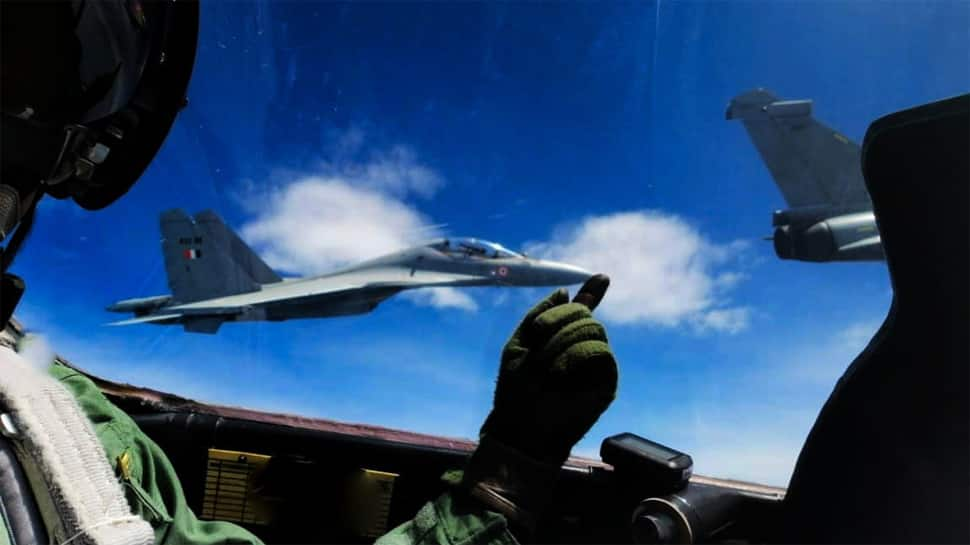 IAF fighter pilot 'balances' Sukhoi Su-30 MKI jet on his fingertip during Garuda VI exercise in France
