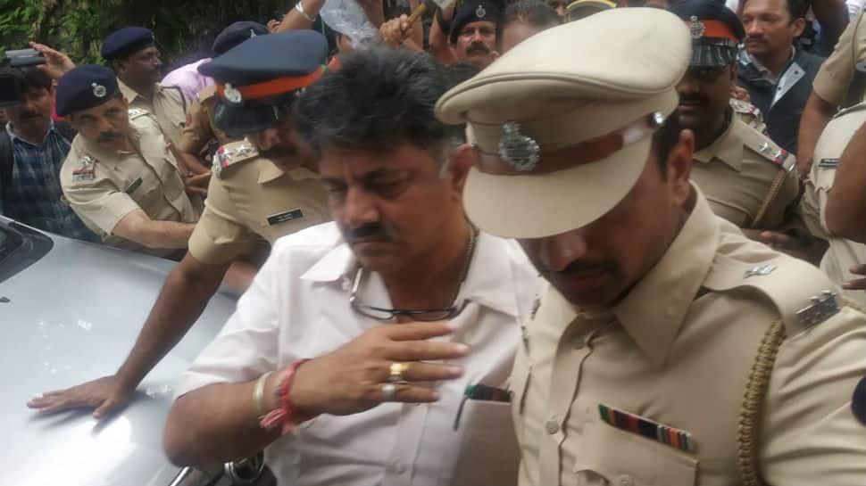 Karnataka crisis: High drama at Mumbai hotel as Congress attempts to woo back rebel MLAs