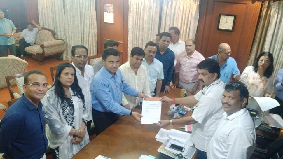 Amid Karnataka debacle, Congress suffers blow in Goa as 10 MLAs join BJP