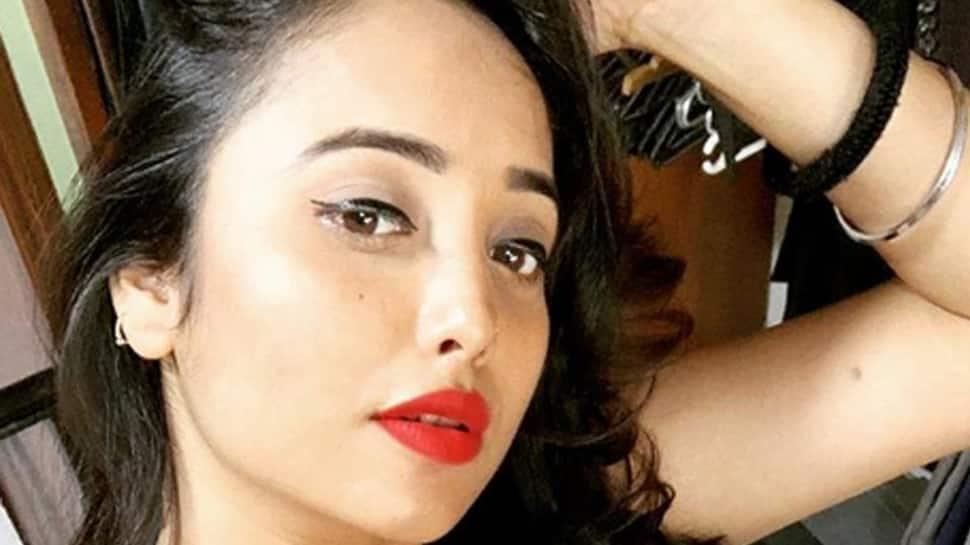Rani Chatterjee oozes oomph in a red outfit—Pic