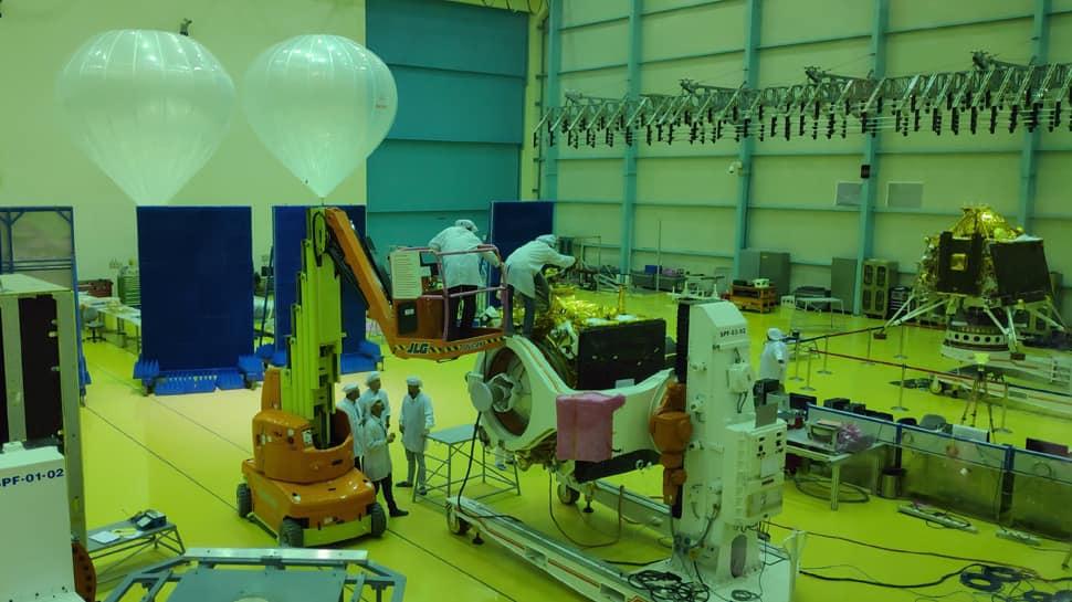 Former DRDO scientist backs ISRO over calling off Chandrayaan 2 launch