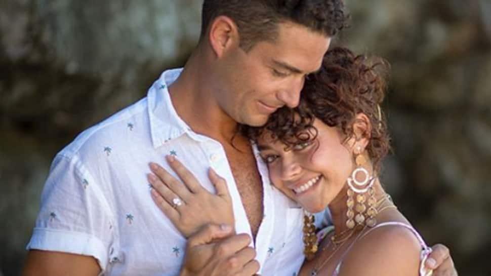 Sarah Hyland and Wells Adams get engaged!