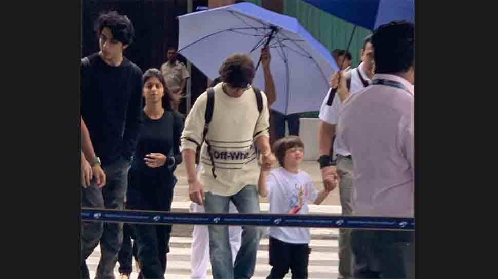 Shah Rukh Khan arrives in Maldives for family getaway — Pics