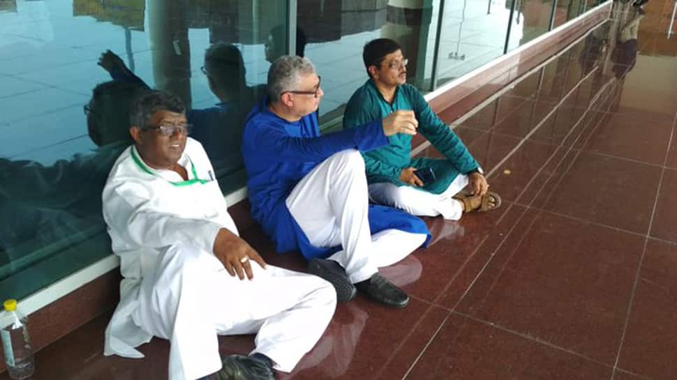 Derek O'Brien-led Trinamool Congress delegation, on way to meet Sonbhadra victims' families, stopped at Varanasi airport