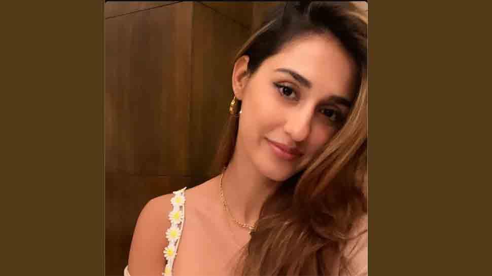 Disha Patani's latest selfie wins hearts on internet — Take a look